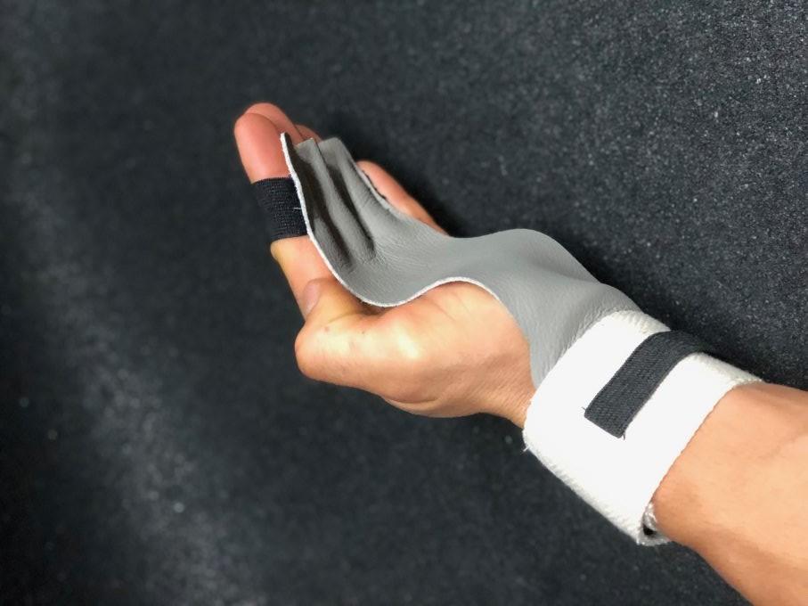 hand-skinny-grabber